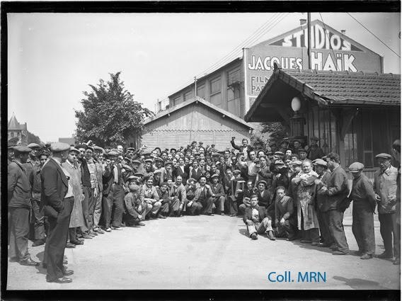 Grèves ouvrières devant les studios Jacques Haïk. Paris, 28 mai 1936. Photographie pour le journal Paris-Soir. Coll. MRN