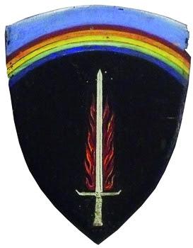 Écusson du grand quartier général du corps expéditionnaire allié offert par le général Eisenhower à André Tollet, Coll. MRN - fonds A. Tollet