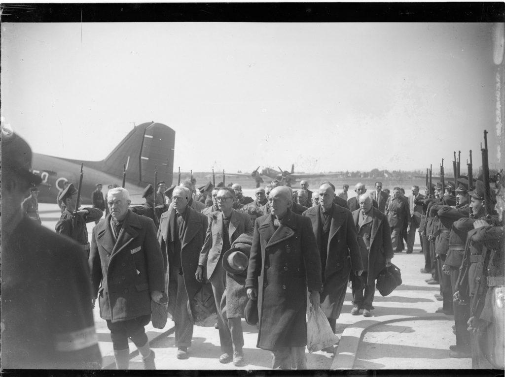 Retour de déportés politiques au Bourget, avril 1945