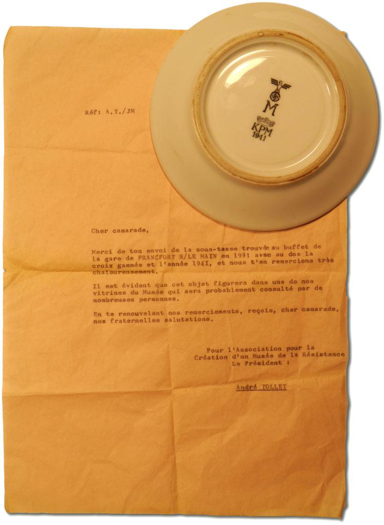 Sous-tasse Kriegsmarine et lettre de réception de don