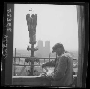 Notre-Dame de Paris depuis la Sainte-Chapelle, 1943.