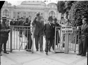 Vote des pleins pouvoirs constituants à Philippe Pétain à Vichy, juillet 1940. Coll. MRN –  fonds dit du Matin.