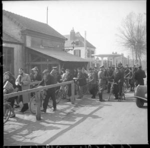 Ligne de démarcation à Moulins, 1943. Coll. MRN –  fonds dit du Matin.