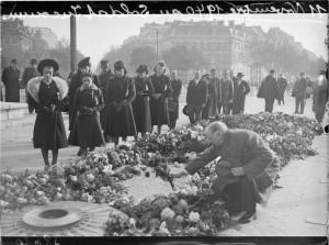 Commémoration du 11 Novembre 1918 à Paris, 11 novembre 1940. Coll. MRN –  fonds dit du Matin.